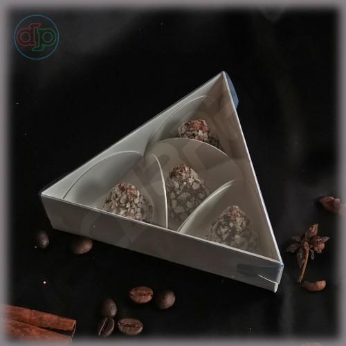 Коробка треугольник 140*140*140*40 мм  с наружной пластиковой крышкой высотой 25  мм